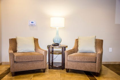 Lobby Sitting Area | Candlewood Suites Overland Park