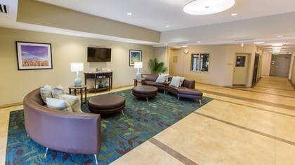 Lobby Lounge | Candlewood Suites Overland Park