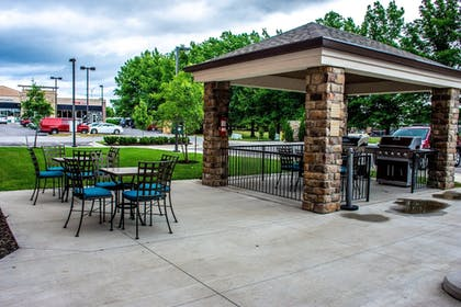 BBQ/Picnic Area | Candlewood Suites Overland Park