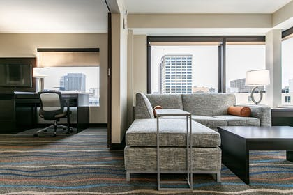 Guestroom | Holiday Inn Hotel & Suites Chattanooga Downtown