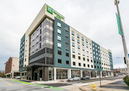 Hotel Entrance | Holiday Inn Hotel & Suites Chattanooga Downtown