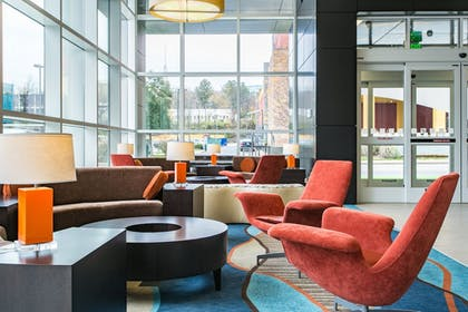 Lobby Sitting Area | Holiday Inn Hotel & Suites Chattanooga Downtown