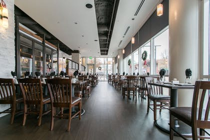 Hotel Bar | Holiday Inn Hotel & Suites Chattanooga Downtown