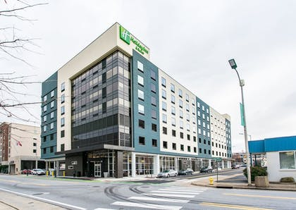 Hotel Front | Holiday Inn Hotel & Suites Chattanooga Downtown
