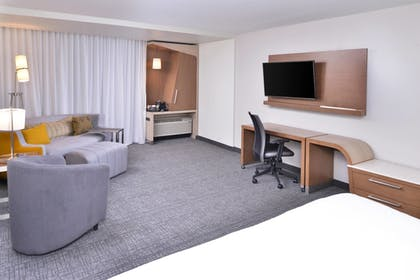 Room | Courtyard by Marriott Columbus Grove City