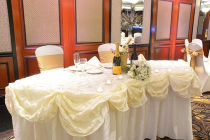 Indoor Wedding   Inn at Great Neck, BW Premier Collection