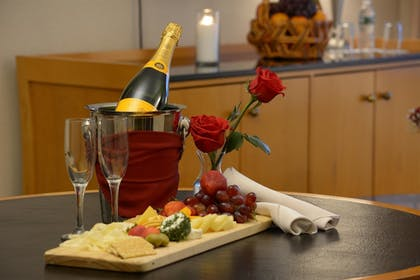 In-Room Amenity   Inn at Great Neck, BW Premier Collection