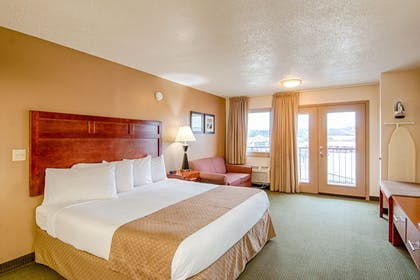 Guestroom | Park Tower Inn