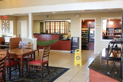 Lobby | Doral Inn & Suites Miami Airport West