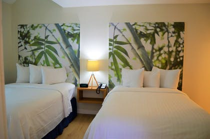 Guestroom | Doral Inn & Suites Miami Airport West