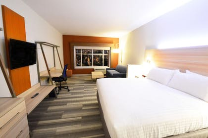 Guestroom | Holiday Inn Express & Suites Toledo South - Perrysburg