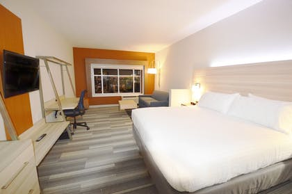 Room | Holiday Inn Express & Suites Toledo South - Perrysburg