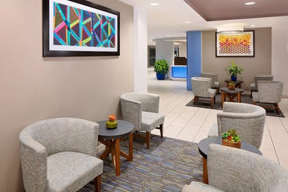 Lobby Sitting Area | Holiday Inn Express & Suites Austin Downtown - University