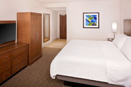 Guestroom | Holiday Inn Express & Suites Austin Downtown - University