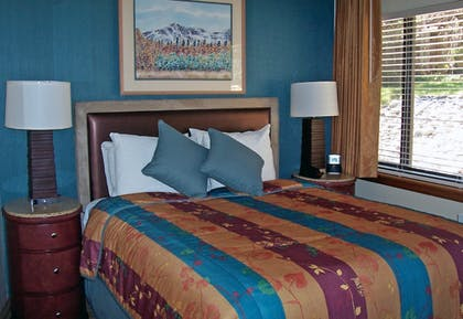 Guestroom | Tahoe Seasons Resort by Diamond Resorts