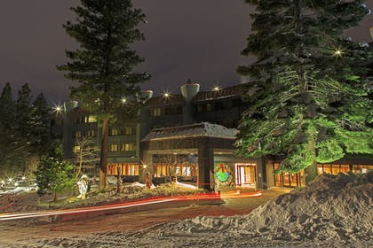 Hotel Front - Evening/Night | Tahoe Seasons Resort by Diamond Resorts