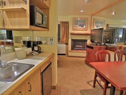 In-Room Dining | Tahoe Seasons Resort by Diamond Resorts