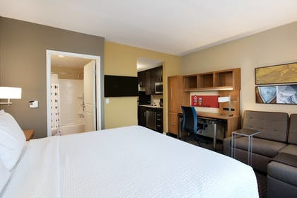 Guestroom | TownePlace Suites Orlando at FLAMINGO CROSSINGS® Town Center/Western E
