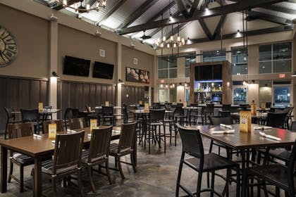 Restaurant | TownePlace Suites Orlando at FLAMINGO CROSSINGS® Town Center/Western E