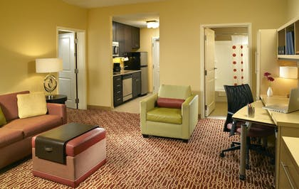 Living Room | TownePlace Suites Orlando at FLAMINGO CROSSINGS® Town Center/Western E
