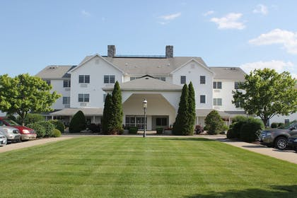 Property Grounds | Farmstead Inn & Conference Center