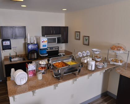 Breakfast Area | Stay-Over Suites