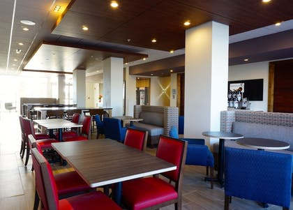 Restaurant | Holiday Inn Express & Suites Omaha - Millard Area