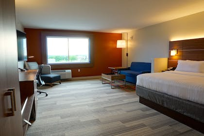 Guestroom | Holiday Inn Express & Suites Omaha - Millard Area