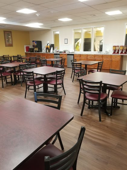 Breakfast Area | Travelodge by Wyndham Kissimmee East