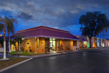 Hotel Front - Evening/Night | Travelodge by Wyndham Kissimmee East