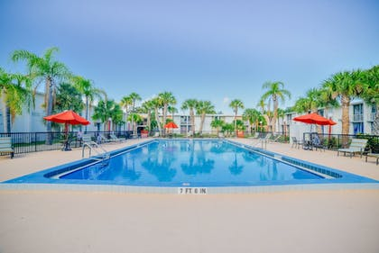 Outdoor Pool | Travelodge by Wyndham Kissimmee East