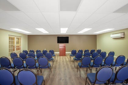 Meeting Facility | Travelodge by Wyndham Kissimmee East