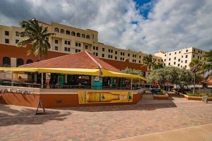 Outdoor Dining   Design Suites Hollywood Beach Resort