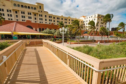 Property Grounds | Design Suites Hollywood Beach Resort