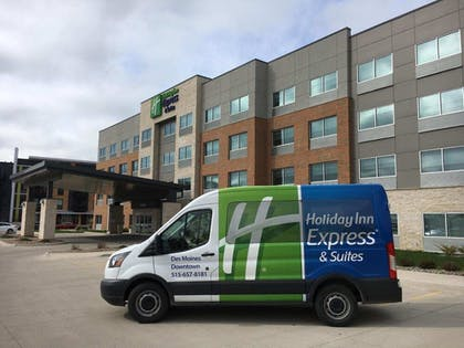Airport Shuttle | Holiday Inn Express & Suites Des Moines Downtown