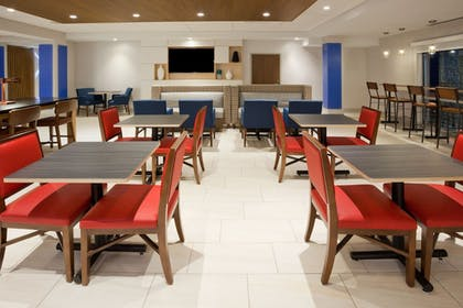 Restaurant | Holiday Inn Express & Suites Des Moines Downtown