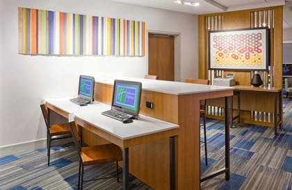 Business Center | Holiday Inn Express & Suites Des Moines Downtown