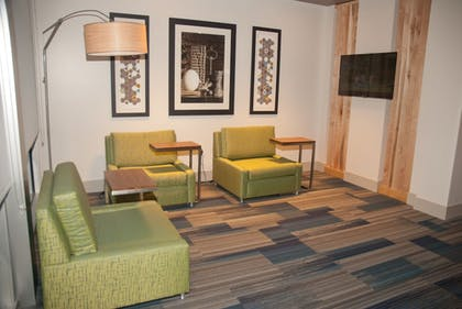 Lobby | Holiday Inn Express & Suites Decatur