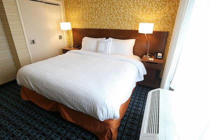 Guestroom | Fairfield Inn & Suites by Marriott Madison Verona