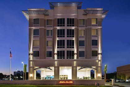 Hotel Front - Evening/Night | Hampton Inn & Suites Orlando/Downtown South - Medical Center
