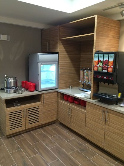 Breakfast Area | TownePlace Suites by Marriott Waco South