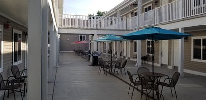 BBQ/Picnic Area | Affordable Suites of America Portage
