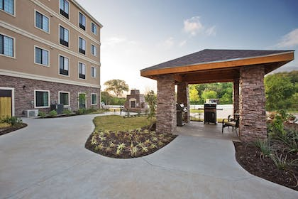 BBQ/Picnic Area | Staybridge Suites Austin South Interstate Hwy 35