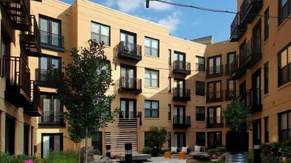 Property Grounds | 1919 Clarendon by Executive Apartments