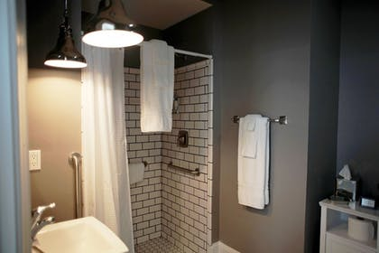 Bathroom Shower | Hotel Laurance