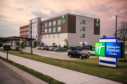 Exterior   Holiday Inn Express & Suites Ruston