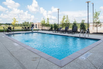 Pool | Holiday Inn Express & Suites Ruston