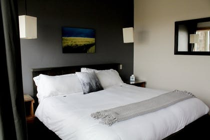 Guestroom | Inn at Discovery Coast