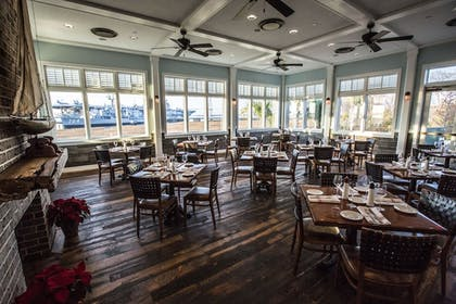 Family Dining | The Beach Club at Charleston Harbor Resort and Marina