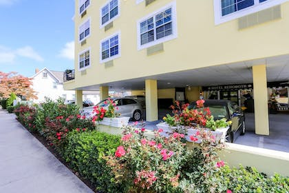 Property Grounds   Hotel Rehoboth